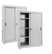 Armarios de almacenamiento con puertas correderas.
