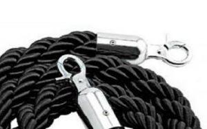 T106321 Cuerda negra 2 mosquetones de fijación cromadas para poste separador 1,5 m